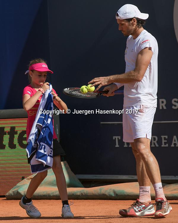 Ballmaedchen und TOMMY HAAS (GER)<br /> <br /> Tennis - Generali-Kitzbuehel-Open2017 - ATP 250 -  Kitzbuehler Tennis Club - Kitzbuehel - Tirol - Oesterreich  - 1 August 2017. <br /> &copy; Juergen Hasenkopf