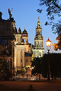 Brühlsche Terrasse, Kathedrale, Dämmerung, Dresden, Sachsen, Deutschland.|.Bruehlsche Terrasse, cathedral at night, Dresden, Germany, Staendehaus