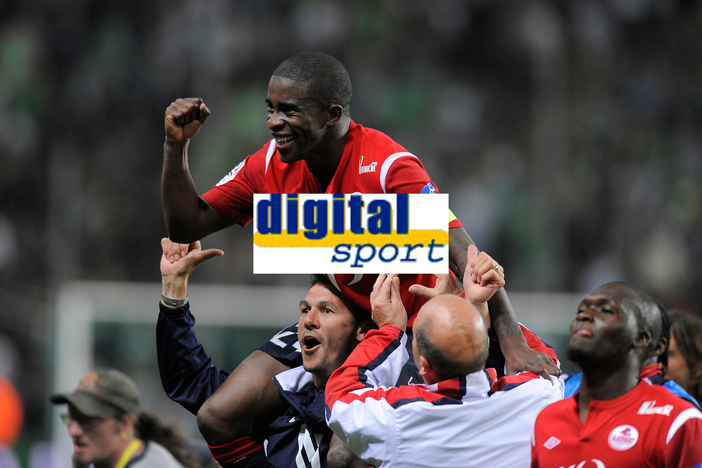 FOOTBALL - FRENCH CHAMPIONSHIP 2010/2011 - L1 - AS SAINT ETIENNE v LILLE OSC - 10/05/2011 - PHOTO JEAN MARIE HERVIO / DPPI - JOY RIO MAVUBA (LOSC) AT THE END OF MATCH