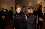 Anita Dobson and Sue Long, Jack Cardiff's Icons. Exhibition of photographs by  Jack Cardiff. royal College of Art. Kensington Gore. London. 10 November 2004. ONE TIME USE ONLY - DO NOT ARCHIVE  © Copyright Photograph by Dafydd Jones 66 Stockwell Park Rd. London SW9 0DA Tel 020 7733 0108 www.dafjones.com