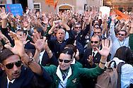 Roma 15 Settembre 2008.Manifestazione dei piloti,hostess e lavarotori dell'Alitalia contro la vendita della società davanti Palazzo Chigi..Air hostesses and employees of Italy's flag carrier Alitalia demonstrate in front of the Italian Prime Ministry, the Palazzo Chigi