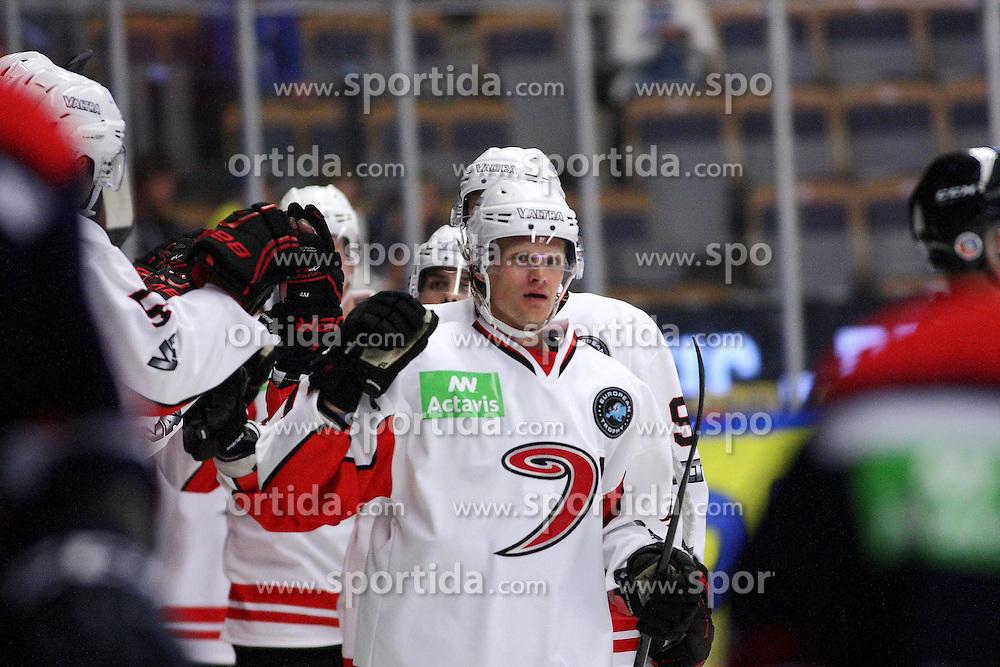 15.08.2013, Cloetta Center, Link&ouml;ping, SWE, European Trophy, Link&ouml;ping HC vs JYP Jyv&auml;skyl&auml;, im Bild JYP Jyv&auml;skyl&auml; m&aring;lskytt scorer 1-2 JYP Nr 12 Jani Tuppurainen, Nyckelord: gratuleras av lagmedlemmar congratulations // during the European Trophy Icehockey match betweeen Link&ouml;ping HC and JYP Jyv&auml;skyl&auml; at the Cloetta Center in Link&ouml;ping, Sweden on 2013/08/15. EXPA Pictures &copy; 2013, PhotoCredit: EXPA/ PicAgency Skycam/ Stefan Lindgren<br /> <br /> ***** ATTENTION - OUT OF SWE *****