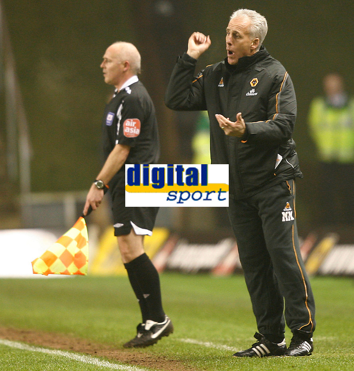 Photo: Steve Bond/Sportsbeat Images.<br /> Wolverhampton Wanderers v Leicester City. Coca Cola Championship. 22/12/2007. Mick McCarthy gives instructions