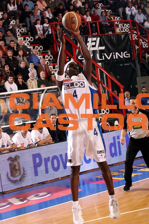 DESCRIZIONE : Napoli Lega A1 2006-07 Eldo Napoli Montepaschi Siena<br />GIOCATORE : Sesay<br />SQUADRA : Eldo Napoli<br />EVENTO : Campionato Lega A1 2006-2007 <br />GARA : Eldo Napoli Montepaschi Siena<br />DATA : 03/02/2007<br />CATEGORIA : Tiro<br />SPORT : Pallacanestro <br />AUTORE : Agenzia Ciamillo-Castoria/G.Ciamillo
