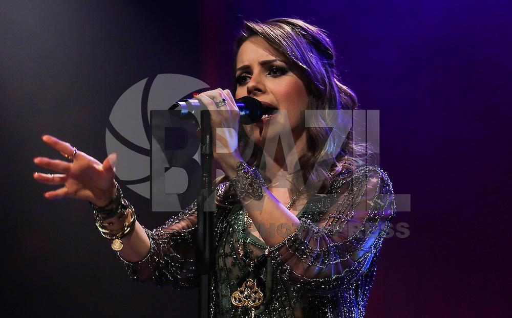 SAO PAULO, SP, 17 DE MAIO 2013 - SHOW SANDY - A cantora Sandy durante show da Turne Sim no Hsbc Brasil regiao sul da cidade de Sao Paulo. FOTO: VANESSA CARVALHO - BRAZIL PHOTO PRESS.