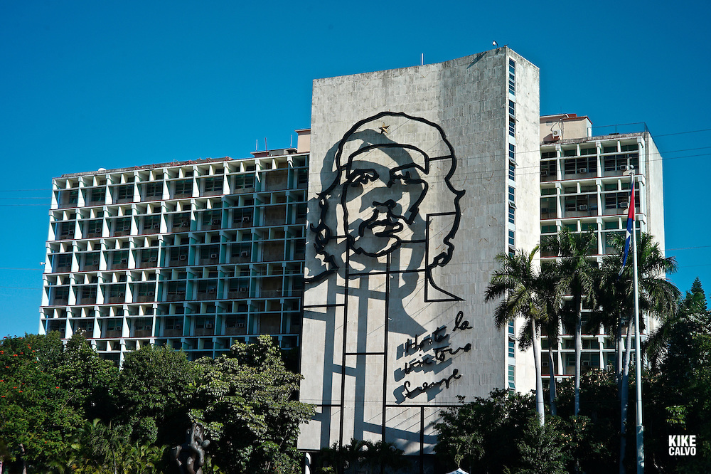Ministerio del Interior covered with a huge bronze wire sculpture of Guevara on the facade. Plaza de la Revolucion. Under the bust the words: Hasta la victoria siempre.