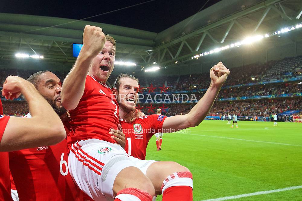LILLE, FRANCE - Friday, July 1, 2016: Wales' captain Ashley Williams, Chris Gunter and Gareth Bale celebrate the third goal against Belgium scored by Sam Vokes [not in frame] during the UEFA Euro 2016 Championship Quarter-Final match at the Stade Pierre Mauroy. (Pic by David Rawcliffe/Propaganda)