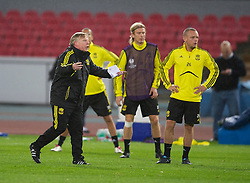 NAPELS, ITALY - Wednesday, October 20, 2010: Liverpool's assistant manager Sammy Lee and Jay Spearing during a training session ahead of the UEFA Europa League Group K match against SSC Napoli at the Stadio San Paolo. (Pic by: David Rawcliffe/Propaganda)