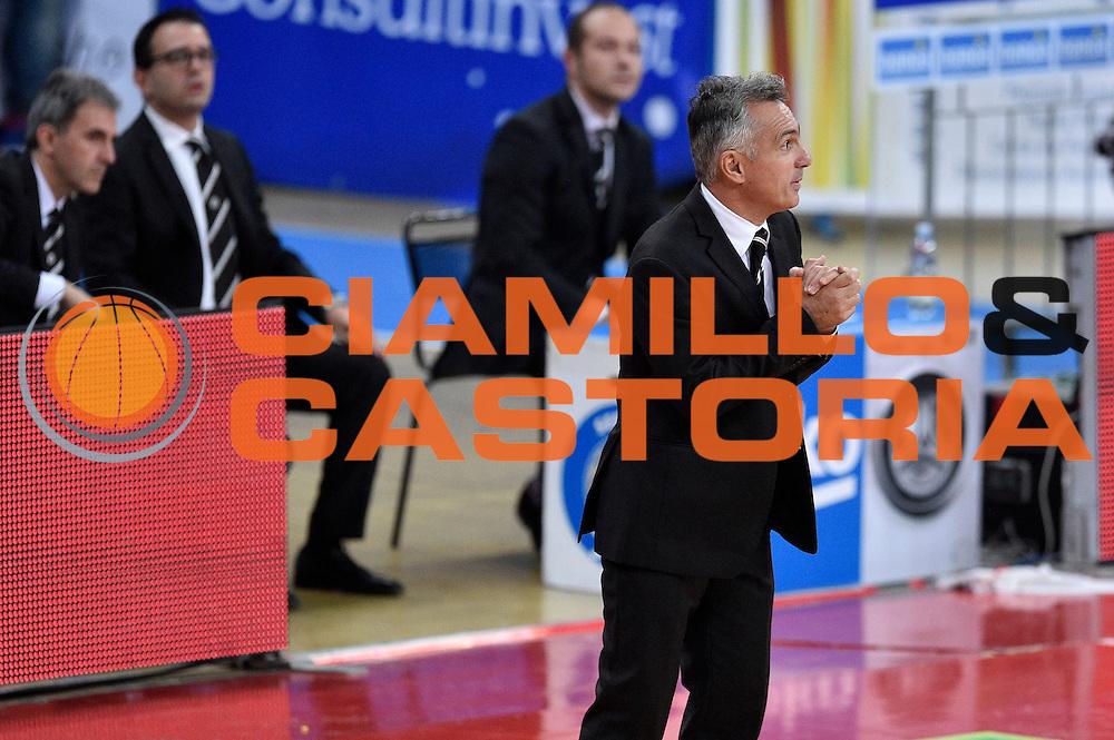DESCRIZIONE : Pesaro Lega A 2015-16 Consultinvest Pesaro - Obiettivo Lavoro Bologna<br /> GIOCATORE : Giorgio Valli<br /> CATEGORIA : delusione allenatore<br /> SQUADRA : Obiettivo Lavoro Bologna<br /> EVENTO : Campionato Lega A 2015-2016<br /> GARA : Consultinvest Pesaro - Obiettivo Lavoro Bologna<br /> DATA : 25/10/2015<br /> SPORT : Pallacanestro <br /> AUTORE : Agenzia Ciamillo-Castoria/GiulioCiamillo<br /> Galleria : Lega Basket A 2015-2016 <br /> Fotonotizia : Pesaro Lega A 2015-16 Consultinvest Pesaro - Obiettivo Lavoro Bologna<br /> Predefinita :