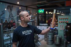 Frederico Ottoni, proprietário Distrito Brewpub, no distrito industrial de Porto Alegre. FOTO: Jefferson Bernardes/ Agência Preview