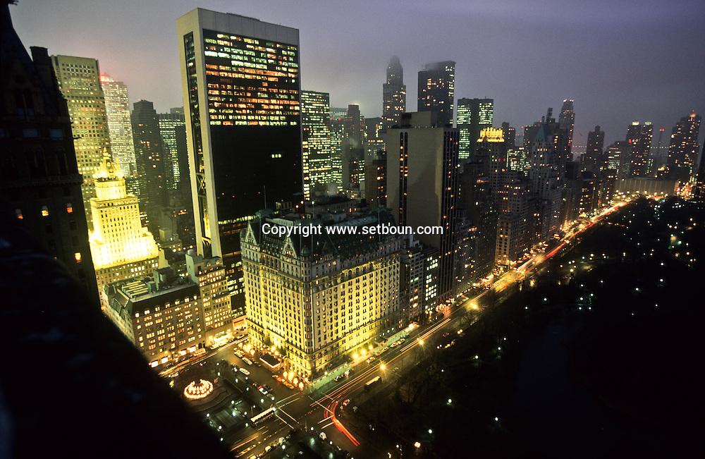 New York. central park south and Manhattan cityscape, /  Le  skyline de central Park et l'hotel Plaza