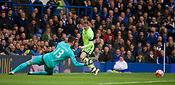 LONDON, ENGLAND - Saturday, April 16, 2016: Manchester City's Kevin De Bruyne sets up the opening goal against Chelsea during the Premier League match at Stamford Bridge. (Pic by Kirsten Holst/Propaganda)