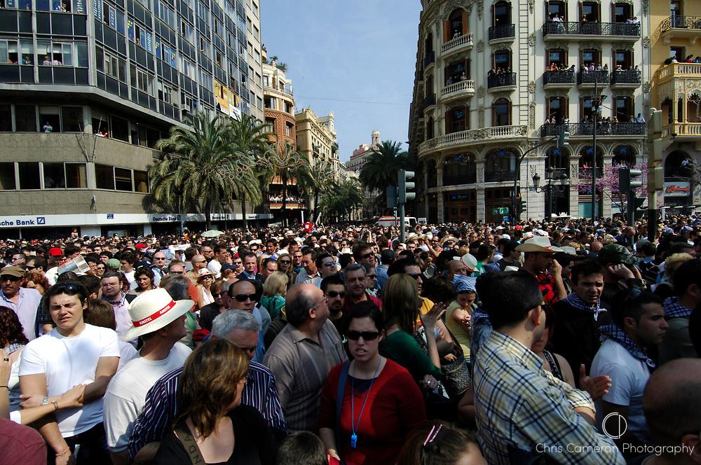 Crowds gather in Plaza Ayuntamiento for the two oclock fireworks, Fallas festival, Valencia, Spain. 17/3/2007