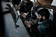 SYRIA, ALEPPO : Syrian rebel fighters help a wounded comrade during fighting with government troops in the old city of Aleppo on September 23, 2012. Syrian rebels advanced on several fronts in their campaign to seize Aleppo, but without a significant breakthrough after hours of fierce fighting. ALESSIO ROMENZI