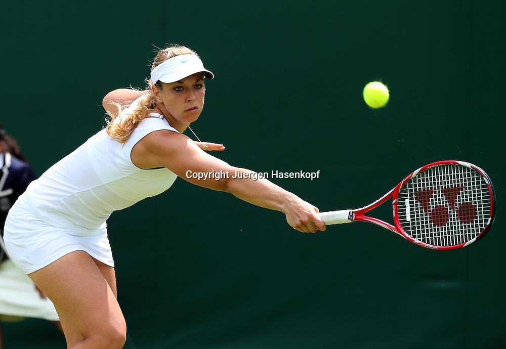 Wimbledon Championships 2012 AELTC,London,.ITF Grand Slam Tennis Tournament,.Sabine Lisicki (GER); Aktion,Einzelbild,Halbkoerper,Querformat,