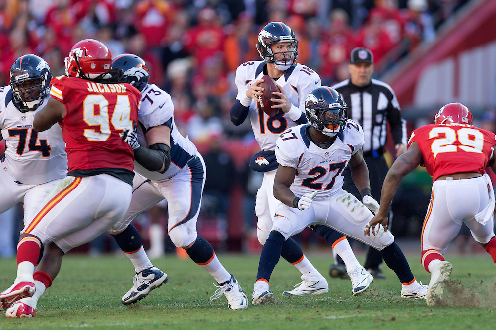 KANSAS CITY, MO - NOVEMBER 25: Peyton Manning #18 drops back to pass against the Kansas City Chiefs at Arrowhead Stadium on November 25, 2012 in Kansas City, Missouri.  The Broncos defeated the Chiefs 17-9. (Photo by Wesley Hitt/Getty Images) *** Local Caption *** Peyton Manning