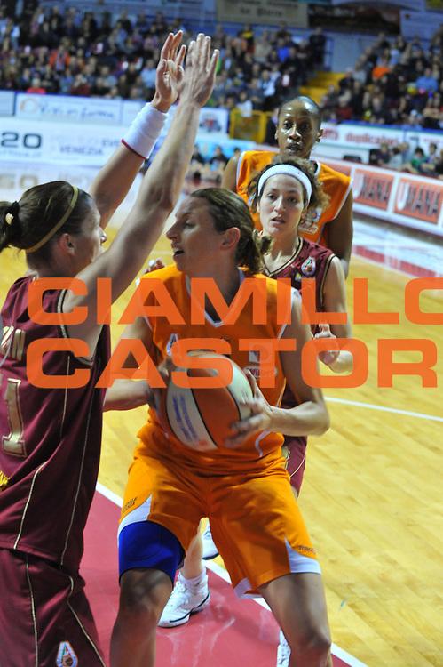 DESCRIZIONE : Venezia Lega A1 Femminile 2009-10 Coppa Italia Finale Famila Wuber Schio Umana Reyer Venezia<br /> GIOCATORE : Laura Macchi<br /> SQUADRA : Famila Wuber Schio Umana Reyer Venezia<br /> EVENTO : Campionato Lega A1 Femminile 2009-2010 <br /> GARA : Famila Wuber Schio Umana Reyer Venezia<br /> DATA : 07/03/2010 <br /> CATEGORIA : Passaggio<br /> SPORT : Pallacanestro <br /> AUTORE : Agenzia Ciamillo-Castoria/M.Gregolin<br /> Galleria : Lega Basket Femminile 2009-2010 <br /> Fotonotizia : Venezia Lega A1 Femminile 2009-10 Coppa Italia Finale Famila Wuber Schio Umana Reyer Venezia<br /> Predefinita :