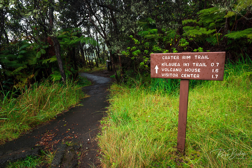Crater Rim Trail sign, Hawaii Volcanoes National Park, Hawaii USA