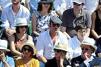 Jean DUJARDIN avec son amie NATHALIE PECHALAT et son fils   - 07.06.2015 - Jour 15 - Finale   - Roland Garros 2015<br /> Photo : Nolwenn Le Gouic / Icon Sport