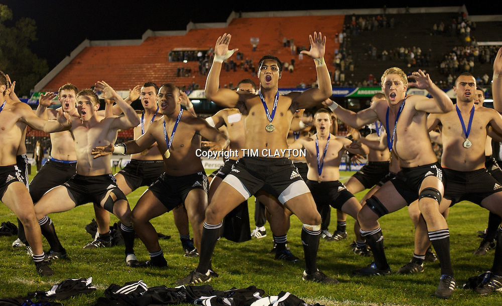 New Zealand celebrate their 62-17 victory with the Haka during the Australia V New Zealand Final match at Estadio El Coloso del Parque, Rosario, Argentina, during the IRB Junior World Championships. 21th June 2010. Photo Tim Clayton...