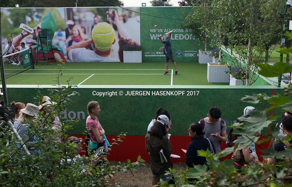 Wimbledon Feature, The Queue, Fans aus der Warteschlange koennen auch Tennis spielen<br /> <br /> Tennis - Wimbledon 2017 - Grand Slam ITF / ATP / WTA -  AELTC - London -  - Great Britain  - 6 July 2017.