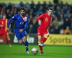 SWANSEA, WALES - Tuesday, March 26, 2013: Wales' Gareth Bale in action against Croatia's Eduardo Da Silva during the 2014 FIFA World Cup Brazil Qualifying Group A match at the Liberty Stadium. (Pic by David Rawcliffe/Propaganda)