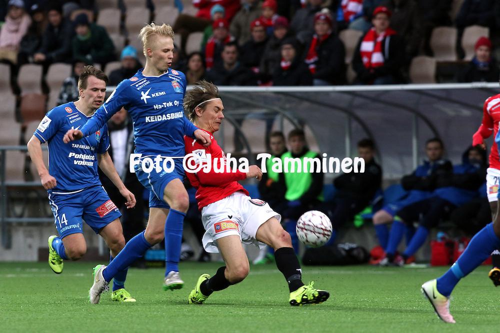 25.4.2016, Sonera Stadion, Helsinki.<br /> Veikkausliiga 2016.<br /> Helsingfors IFK - PS Kemi.<br /> Pekka Sihvola (HIFK) v Joona Veteli (PS Kemi).