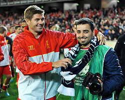 MELBOURNE, AUSTRALIA - Wednesday, July 24, 2013: Liverpool's captain Steven Gerrard with a photographer after a 2-0 victory over Melbourne Victory during a preseason friendly match at the Melbourne Cricket Ground. (Pic by David Rawcliffe/Propaganda)
