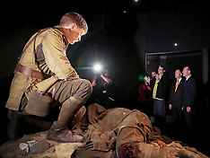 Wellington-New Zealand and Australian Prime Ministers view Gallipoli exhibition