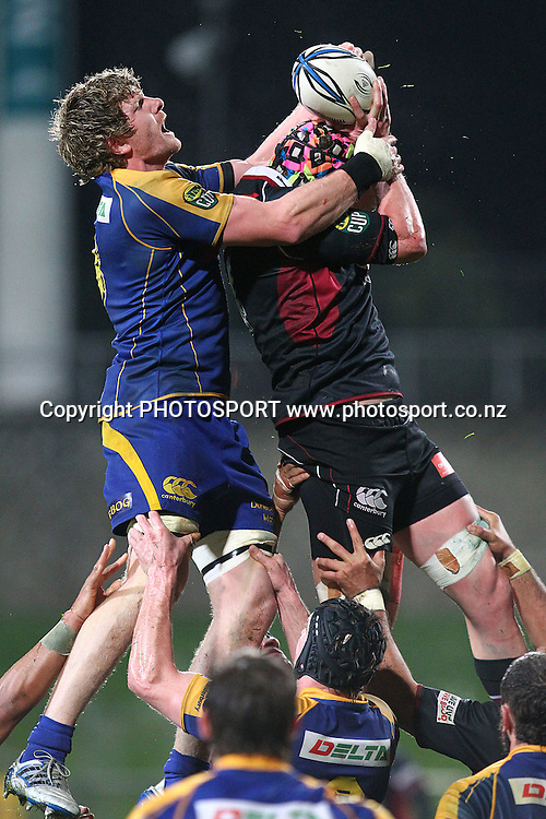 Otago's Adam Thomson competes for the lineout against Harbour's James King. ITM Cup rugby union match, North Harbour v Otago at North Harbour Stadium, Albany, Auckland, New Zealand. Thursday 19th August 2010. Photo: Anthony Au-Yeung/PHOTOSPORT