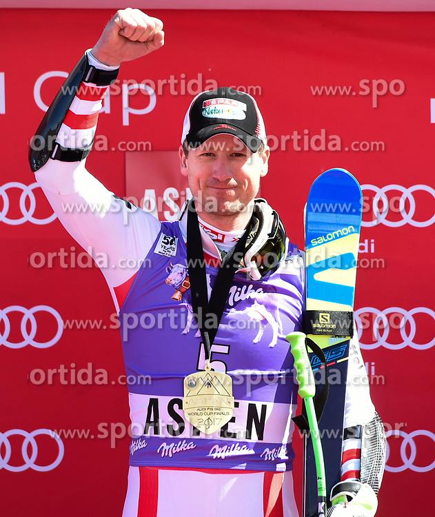 16.03.2017, Aspen, USA, FIS Weltcup Ski Alpin, Finale 2017, SuperG, Herren, Siegerehrung, im Bild Hannes Reichelt (AUT, Sieger und 2.Platz Super G Weltcup) // Winner of the Race and second Place Supe G World Cup Hannes Reichelt of Austria during the winner award ceremony for the men's Super-G of 2017 FIS ski alpine world cup finals. Aspen, United Staates on 2017/03/16. EXPA Pictures © 2017, PhotoCredit: EXPA/ Erich Spiess