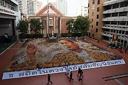 October 28, 2016 - Bangkok, Thailand - A mosaic portrait of the late Thai King Bhumibol Adulyadej is displayed as the 1,250 students practice flipping boards, at Assumption College in Bangkok, Thailand, on October 28, 2016. (Credit Image: © Anusak Laowilas/NurPhoto via ZUMA Press)