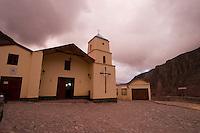IRUYA, IGLESIA NUESTRA SEÑORA DEL ROSARIO Y SAN ROQUE AL ATARDECER, PROV. DE SALTA, ARGENTINA