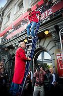 AMSTERDAM - (VLNR) Carre-iconen Bert Visscher, Jochem Myjer en Youp van 't Hek tijdens de opening van het 125-jarig jubileumseizoen van Koninklijke Theater Carre met een Open Huis.