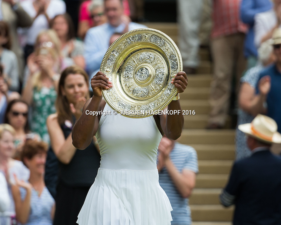 SERENA WILLIAMS (USA) mit Schale, Siegerehrung, Damen Endspiel, Finale <br /> <br /> Tennis - Wimbledon 2016 - Grand Slam ITF / ATP / WTA -  AELTC - London -  - Great Britain  - 9 July 2016.