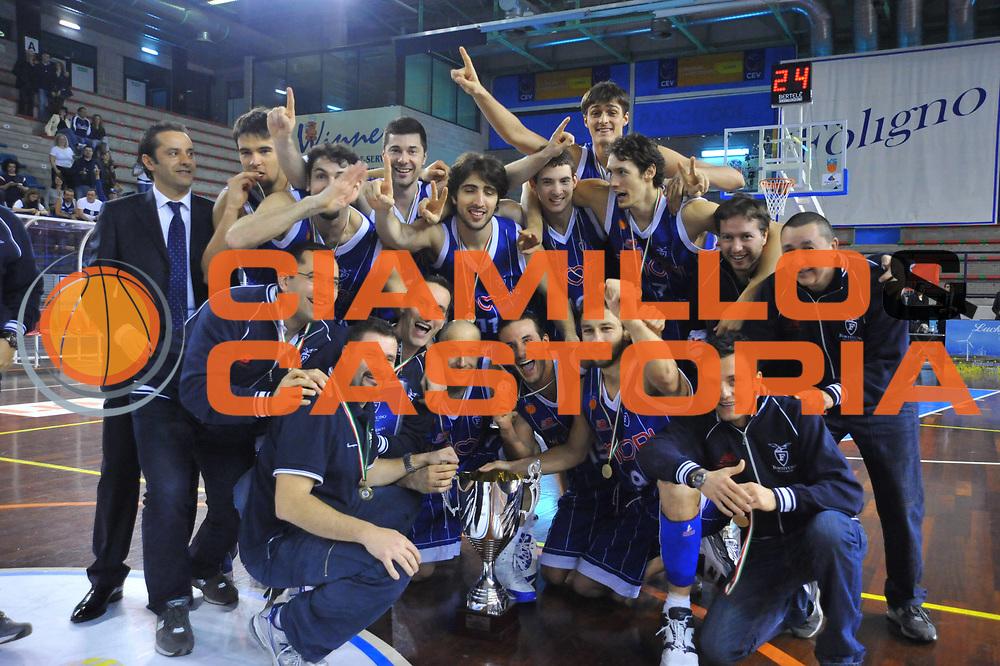 DESCRIZIONE : Foligno LNP Lega Nazionale Pallacanestro Serie A Dilettanti Coppa Italia 2009-10 VemSistemi Forli Amori Fortitudo Bologna<br /> GIOCATORE :&nbsp;Team Amori Fortitudo Bologna Coppa Italia<br /> SQUADRA : VemSistemi Forli Amori Fortitudo Bologna<br /> EVENTO : Lega Nazionale Pallacanestro 2009-2010&nbsp;<br /> GARA : VemSistemi Forli Amori Fortitudo Bologna<br /> DATA : 02/04/2010<br /> CATEGORIA : Esultanza<br /> SPORT : Pallacanestro&nbsp;<br /> AUTORE : Agenzia Ciamillo-Castoria/M.Gregolin<br /> Galleria : Lega Nazionale Pallacanestro 2009-2010&nbsp;<br /> Fotonotizia : Foligno LNP Lega Nazionale Pallacanestro Serie A Dilettanti Coppa Italia 2009-10 VemSistemi Forli Amori Fortitudo Bologna<br /> Predefinita :&nbsp;
