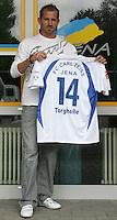 Jena , 140807 , Saison 2007/2008 ; Fussball 2.Bundesliga  FC Carl Zeiss Jena  Neuverpflichtung Sandor TORGHELLE (Jena) mit seinem Trikot