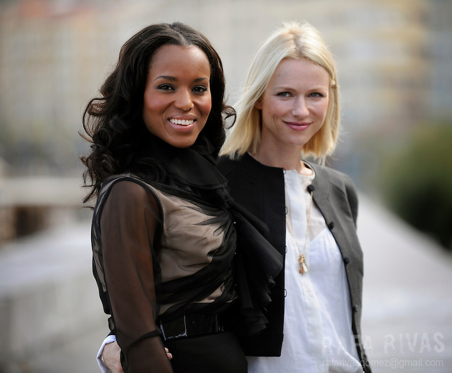 "US actress Kerry Washington (L) and British actress Naomi Watts (R) pose for photographers, on September 25, 2009, after the screening of Rodrigo Garcia's film ""Mother and Child"", during the 57th San Sebastian International Film Festival, in the northern Spanish Basque city of  San Sebastian. PHOTO/Rafa Rivas"