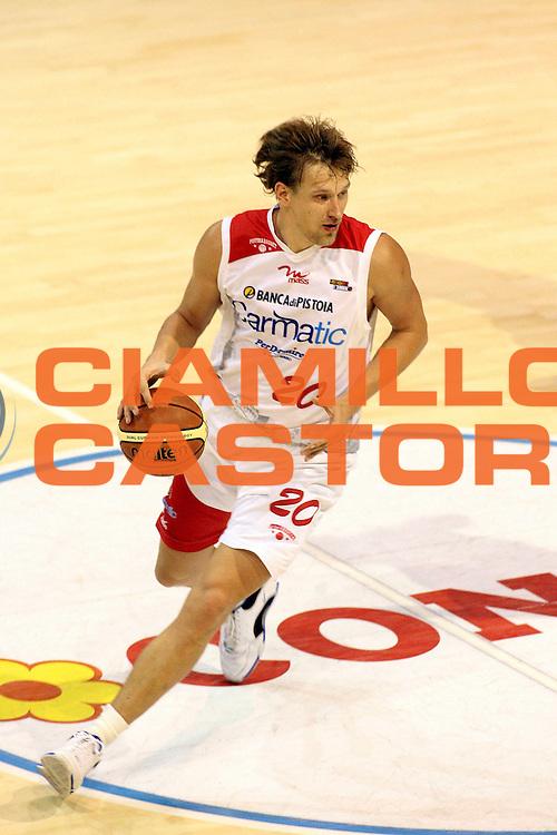 DESCRIZIONE : Pistoia Lega A2 2008-09 Carmatic Pistoia Livorno Basket<br /> GIOCATORE : Kazlauskas Arnas<br /> SQUADRA : Carmatic Pistoia<br /> EVENTO : Campionato Lega A2 2008-2009<br /> GARA : Carmatic Pistoia Livorno Basket<br /> DATA : 06/12/2008<br /> CATEGORIA : Palleggio<br /> SPORT : Pallacanestro<br /> AUTORE : Agenzia Ciamillo-Castoria/Stefano D'Errico