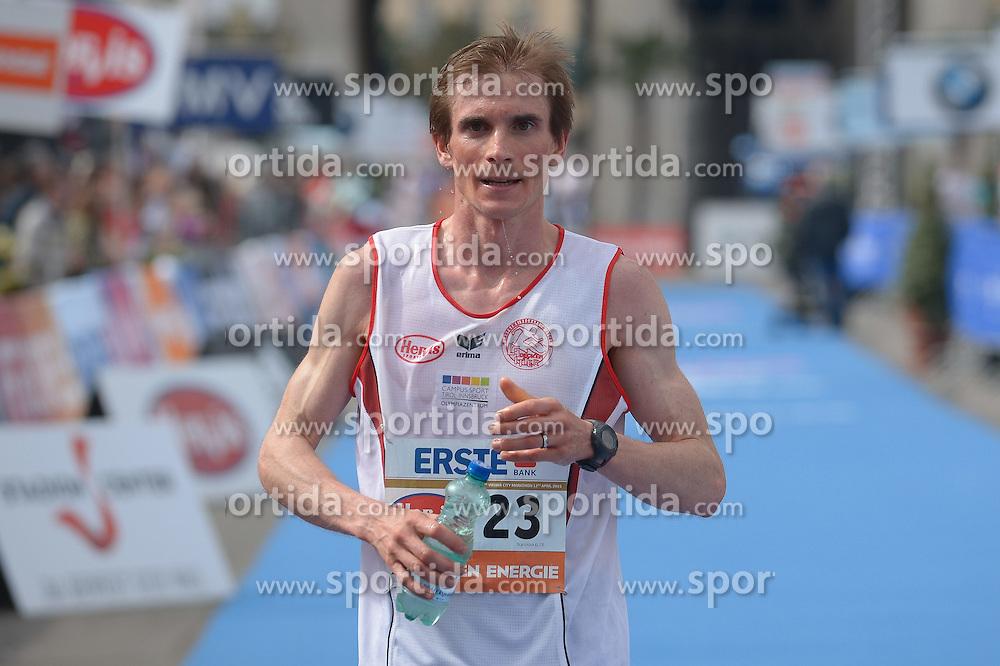 12.04.2015, Wien, AUT, Vienna City Marathon 2015, im Bild bester Österreicher, Simon Lechleitner, AUT (#23) // during Vienna City Marathon 2015, Vienna, Austria on 2015/04/12. EXPA Pictures © 2015, PhotoCredit: EXPA/ Gerald Dvorak