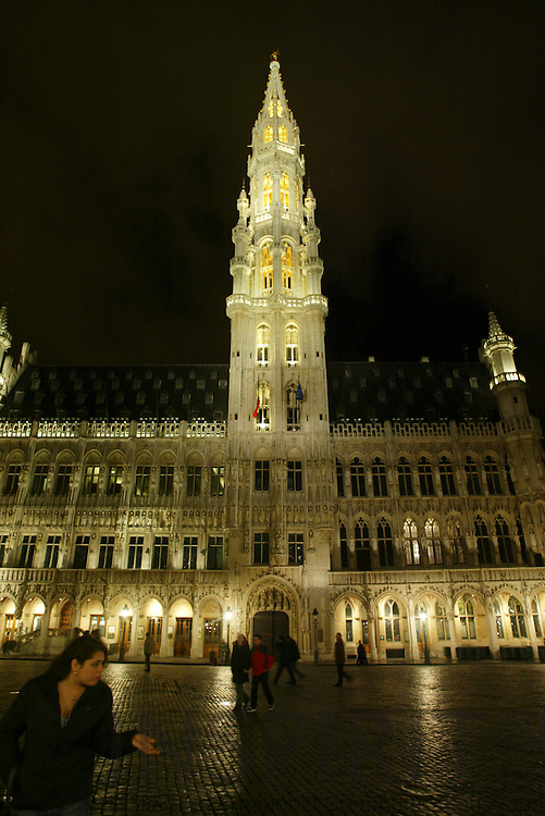BRUSSELS - BELGIUM - 16 FEBRUARY 2006 -- Grand Place by night here the City Hall (Hôtel de Ville). PHOTO: ERIK LUNTANG / INSPIRIT Photo