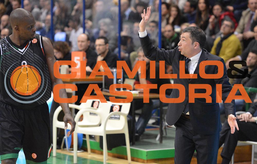 DESCRIZIONE : Siena Eurolega 2012-2013 Montepaschi Siena Fenerbahce Ulker Istanbul<br /> GIOCATORE : Luca Banchi Benjamin Eze<br /> CATEGORIA : curiosita fair play<br /> SQUADRA : Montepaschi Siena<br /> EVENTO : Eurolega 2012-2013 <br /> GARA : Montepaschi Siena  Fenerbahce Ulker Istanbul<br /> DATA : 28/02/2013<br /> SPORT : Pallacanestro <br /> AUTORE : Agenzia Ciamillo-Castoria/GiulioCiamillo<br /> Galleria :  Eurolega 2012-2013 <br /> Fotonotizia : Siena Eurolega 2012-2013 Montepaschi Siena Fenerbahce Ulker Istanbul<br /> Predefinita :