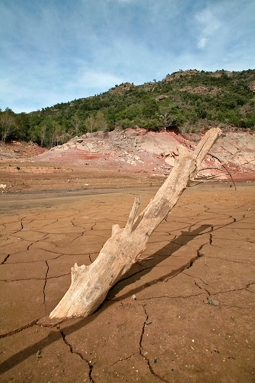 2008. Extreme drought in Catalonia. Lower level of the water in the marsh of Boadella (Alt Emporda, Catalonia. Spain)  due to the lack of rain in the last months.