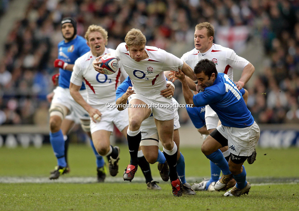 Iain Balshaw in action during the Six Nations rugby match between England and Italy at Twickenham, London. England on Saturday 12th March, 2005. England won the match 39-7. Photo: Action Plus/Photosport<br /><br /><br /><br />118096