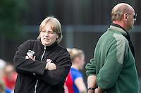 BILTHOVEN - Marloes Janssen (l) en Toon Siepman, de coaches van MOP , zondag tijdens de hoofdklasse competitiewedstrijd tussen de vrouwen van SCHC en MOP (5-0). COPYRIGHT KOEN SUYK