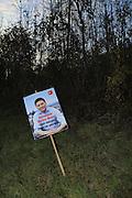 Wahlplakate: viel Geld für fast nichts? PolitikerInnen auf Stimmenfang am Strassenrand. Elections / érections: affiches de politiciens dans plusieurs cantons suisses en 2011. ! © Romano P. Riedo / fotopunkt.ch