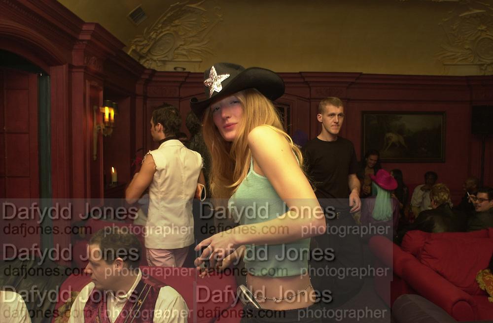 Toni & Guy/M & P models party. Mayfair Club. 7 December 2000. © Copyright Photograph by Dafydd Jones 66 Stockwell Park Rd. London SW9 0DA Tel 020 7733 0108 www.dafjones.com