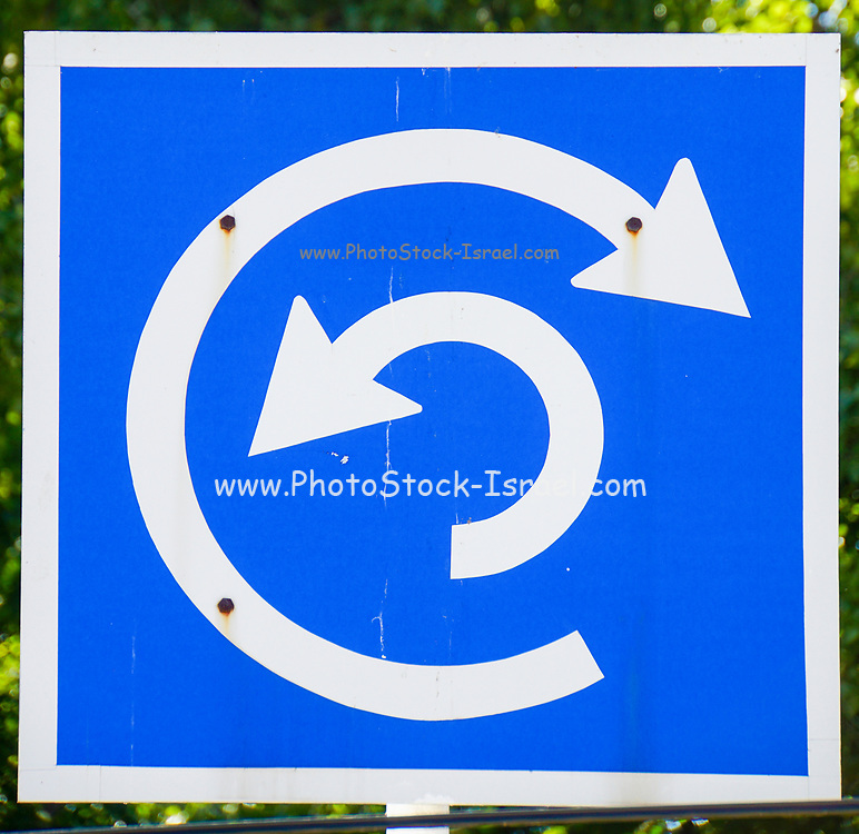Confusing roundabout traffic sign. Photographed in Belgrade, Serbia