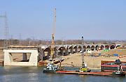 Nederland, Nijmegen, 2-4-2013Bouw van de nieuwe stadsbrug, Waalbrug, de Oversteek vordert gestaag. Deze maand wordt hij ingevaren.Foto: Flip Franssen/Hollandse Hoogte