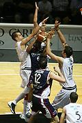 DESCRIZIONE : Bologna Lega A1 2006-07 Playoff Quarti di Finale Gara 5 VidiVici Virtus Bologna Angelico Biella <br /> GIOCATORE : Penetratore Triplicato<br /> SQUADRA : Angelico Biella <br /> EVENTO : Campionato Lega A1 2006-2007 Playoff Quarti di Finale Gara 5 <br /> GARA : VidiVici Virtus Bologna Angelico Biella <br /> DATA : 27/05/2007 <br /> CATEGORIA : <br /> SPORT : Pallacanestro <br /> AUTORE : Agenzia Ciamillo-Castoria/G.Ciamillo